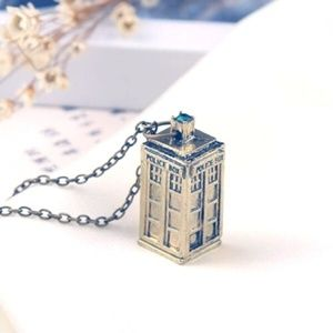 Jewelry - 3D Doctor Who Tardis Necklace w/Green Crystal